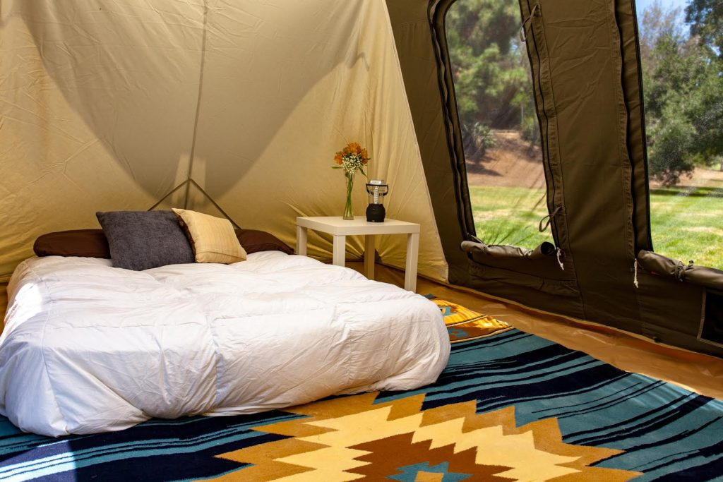 Enjoy our easy c& accommodations with a spacious 10u0027x14u2032 canvas tent with interior height of 6u00276 and 140 sq ft of living space. & Kodiak Village - Oregon Eclipse 2017Oregon Eclipse 2017